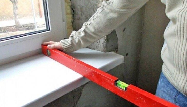 проверка плоскости подоконника