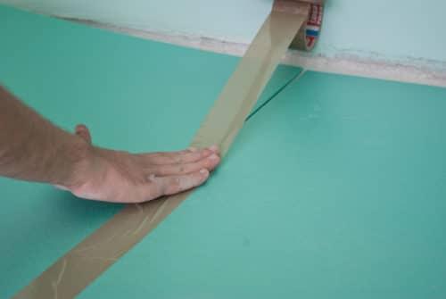 соединение листов с помощью скотча
