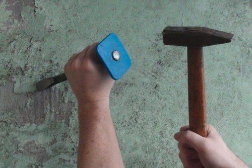 ручное зубило и молоток