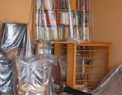 мебель накрытая пленкой