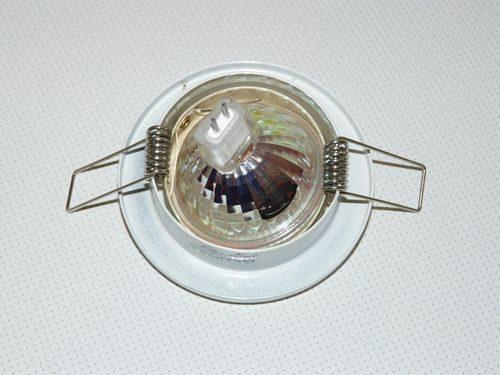 Крепление лампы в натяжном потолке (вид сверху)