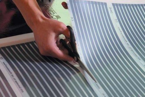 Пленка разрезается строго по указанным отметкам