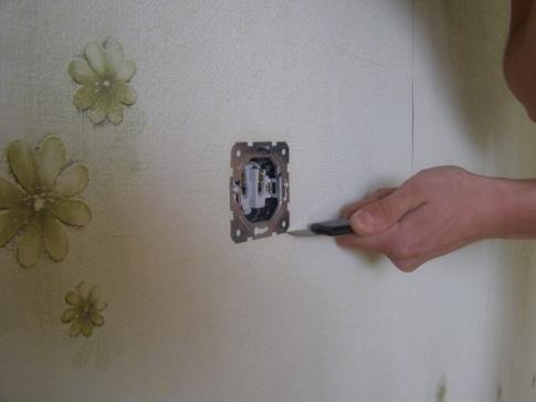 Снимаются розетки и выключатели