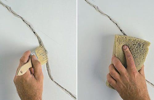 Удаление пыли из трещины с помощью кисти с последующей пропиткой праймером