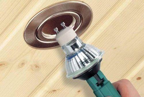 установка галогенной лампы