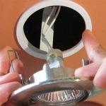 замена светильника в натяжном потолке