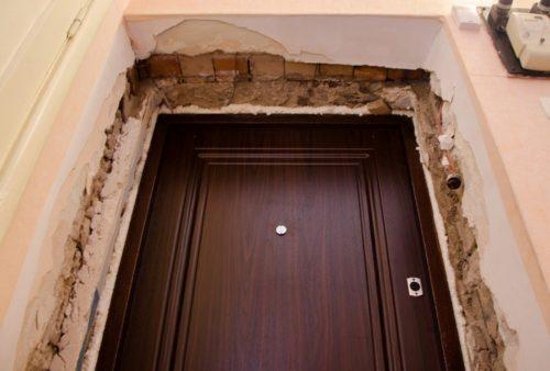 Входная дверь без откосов