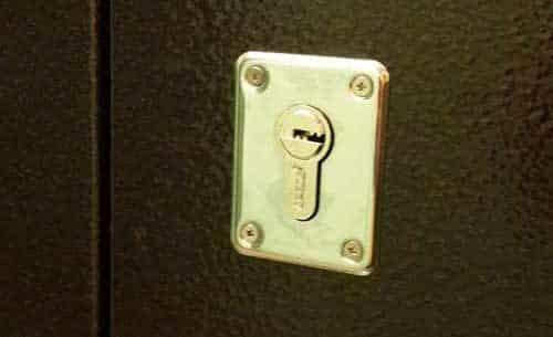 Замочная скважина цилиндрового ключа