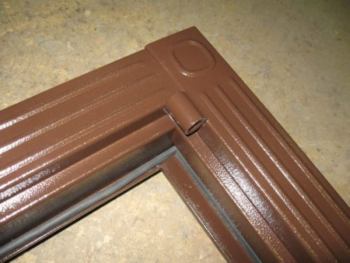 Металлические наличники в сборе с коробкой не всегда выглядят шикарно