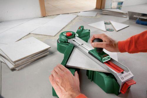 При необходимости плитка режется на плиткорезе