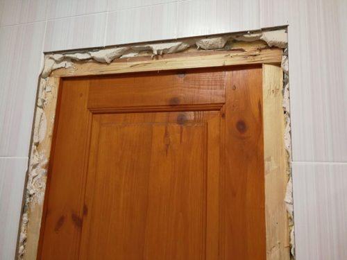Вряд ли кто согласится жить долгое время в квартире с такими дверями