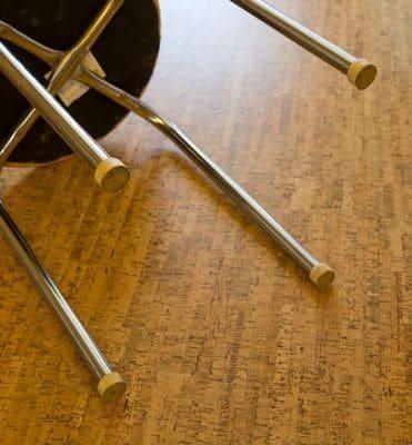 Под мебель нужны войлочные или пластиковые подкладки