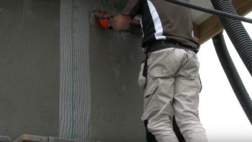 Армирующая сетка закрывается вторым слоем клея