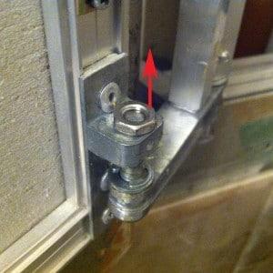 Снять дверцу просто