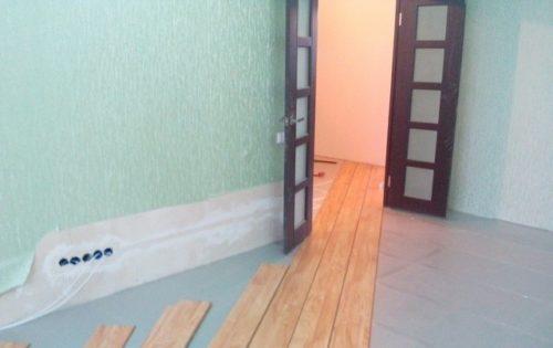 Проход дверного проема без порожка практично и красиво