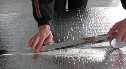 Стыки проклеиваются металлизированной лентой