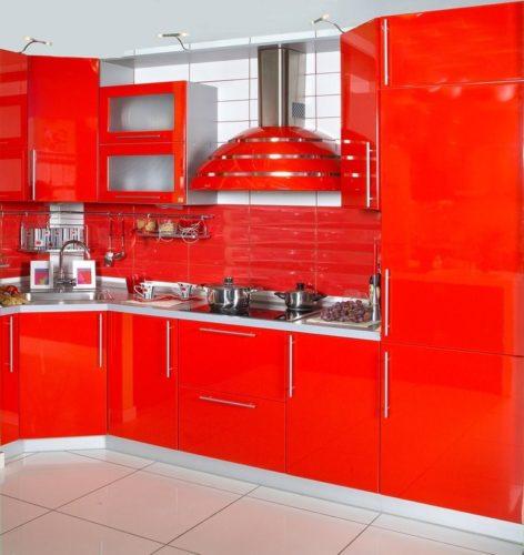 Интересно, много ли найдется желающих ежедневно готовить и принимать пищу в кухне с таким дизайном