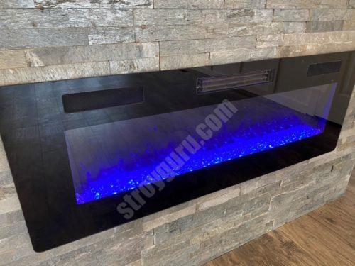 Камин в кухне-столовой, ставший центральной точкой построения интерьера
