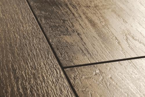 Глубокая V-образная фаска четко обозначает границу каждой ламели, имитируя более точно натурально древесину