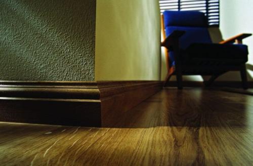 Плинтус под цвет напольного покрытия