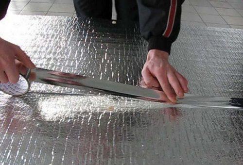 Стыки проклеиваются металлизированным скотчем